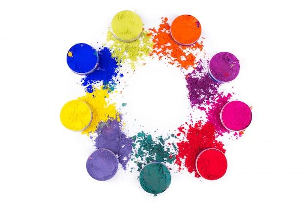 Kleurrijk poeder in kleine kruiken die op witte ruimte worden geïsoleerd Premium Foto