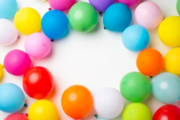 Kleurrijke ballonnen met kopie ruimte Premium Foto