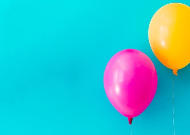 Kleurrijke ballonnen met kopie ruimte Gratis Foto