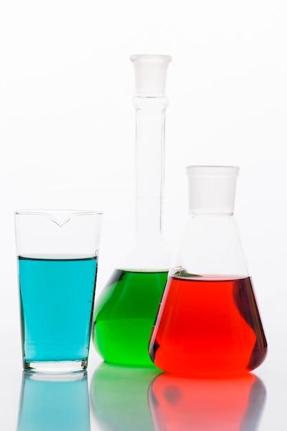 Kleurrijke chemische samenstelling in laboratorium Gratis Foto