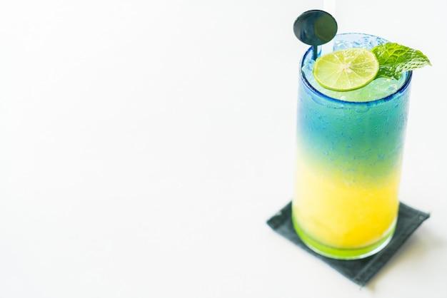 Kleurrijke citroen mocktail Gratis Foto