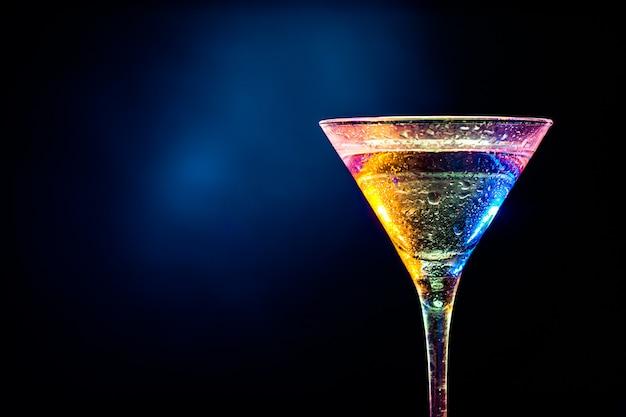 Kleurrijke cocktail. partij drankje concept Premium Foto