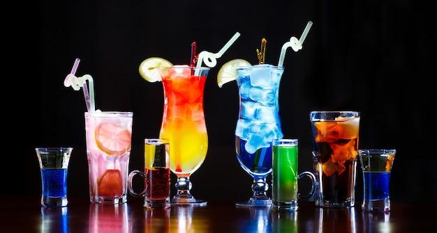 Kleurrijke cocktails Premium Foto