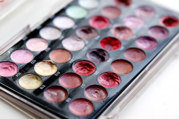 Kleurrijke cosmetische poeders Gratis Foto