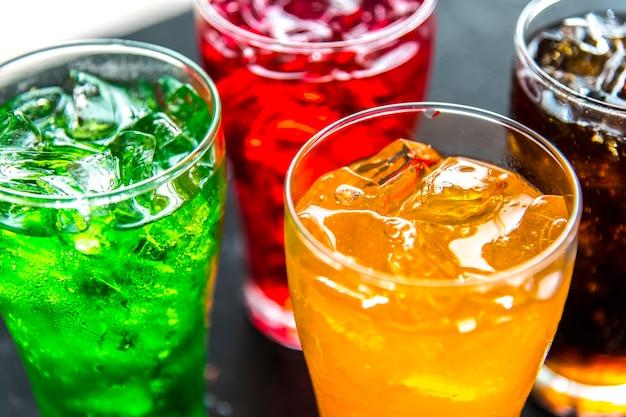 Kleurrijke frisdranken drinken macro-opname Gratis Foto
