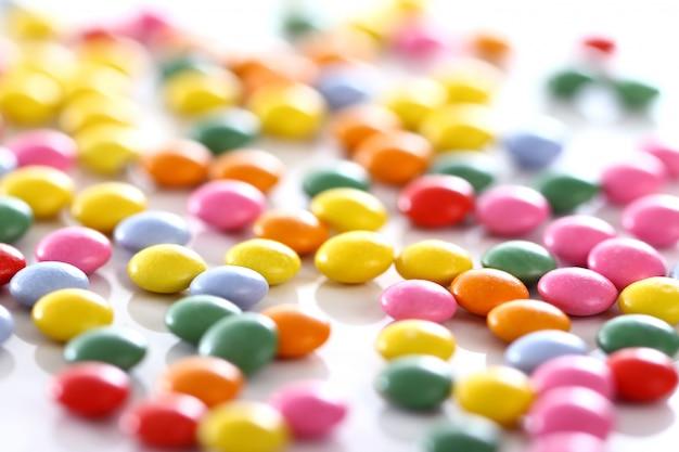 Kleurrijke geglazuurde snoepjes Gratis Foto