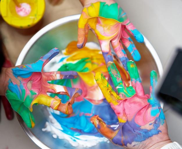 Kleurrijke handverf voor print met plezier Premium Foto