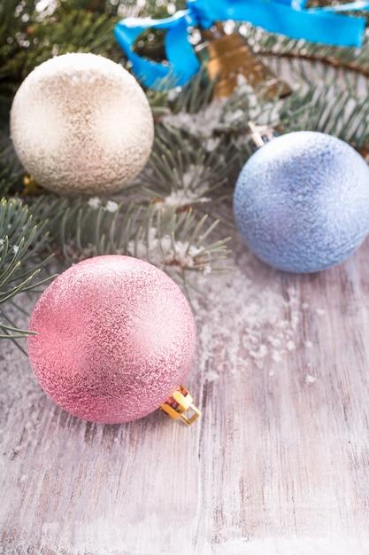 Kleurrijke kerstballen Premium Foto
