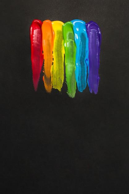 Kleurrijke lgbt-kleuren beroerte met borstel Gratis Foto