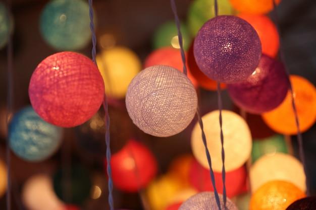 Kleurrijke lichte lantaarn Premium Foto