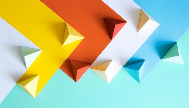Kleurrijke papieren geometrische vorm Gratis Foto
