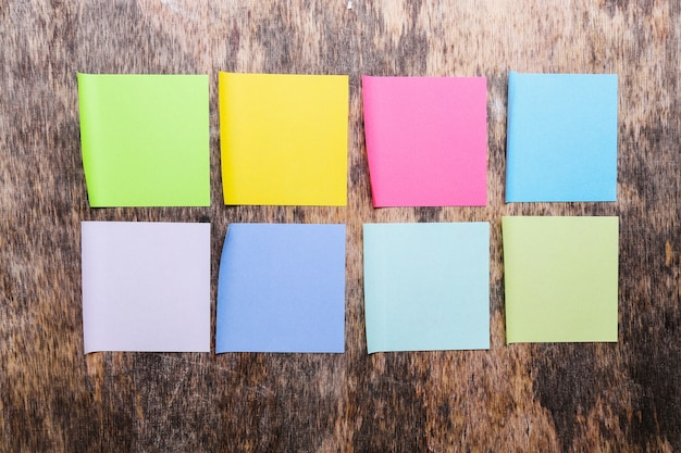 Kleurrijke plaknotities Gratis Foto
