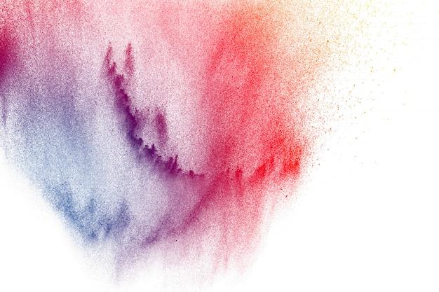 Kleurrijke poederexplosie op witte achtergrond. abstracte pastel kleur stofdeeltjes splash. Premium Foto