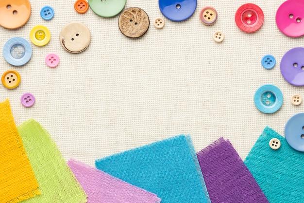 Kleurrijke regeling van knopen en doeken Gratis Foto