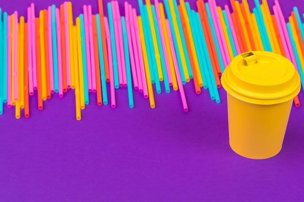 Kleurrijke rietjes voor frisdrank Premium Foto