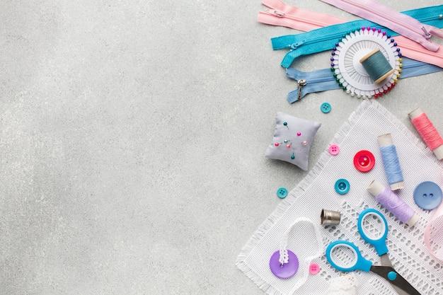 Kleurrijke ritsen en knoppen met kopie ruimte achtergrond Gratis Foto