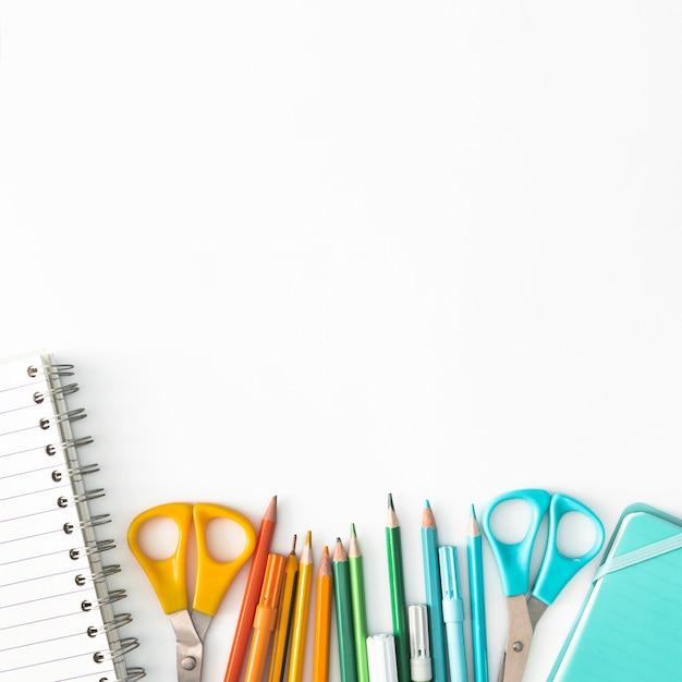 Kleurrijke schoolbenodigdheden Gratis Foto