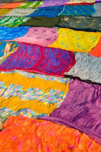 Kleurrijke stoffenachtergrond, agra, india. Gratis Foto