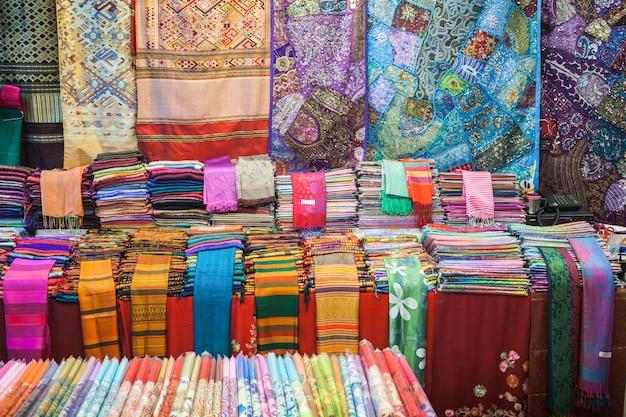 Kleurrijke thaise stof Premium Foto