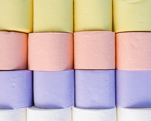 Kleurrijke wc-papier rollen Gratis Foto