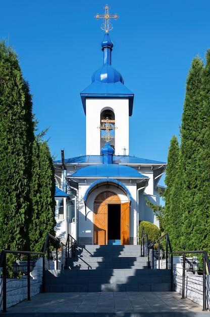 Klooster ulmu in sihla, moldavië in zonnige dag Gratis Foto