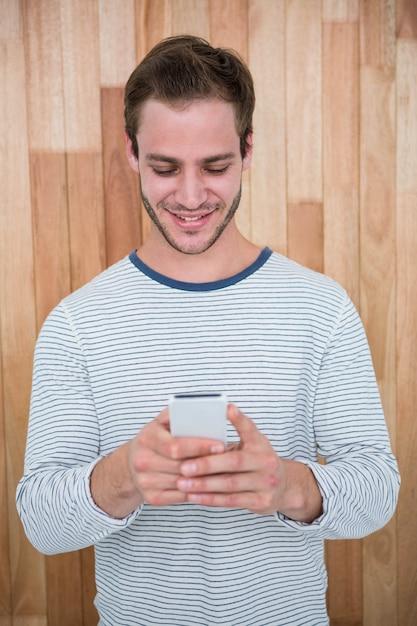 Knappe hipster met behulp van smartphone Premium Foto