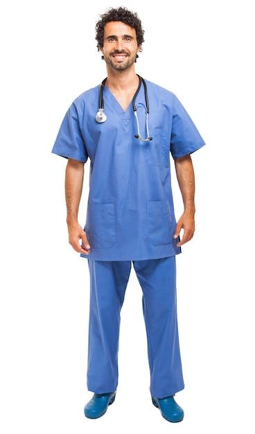 Knappe jonge verpleger die op wit wordt geïsoleerd Premium Foto