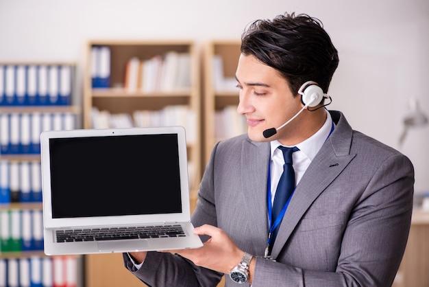 Knappe klantenservice met headset Premium Foto