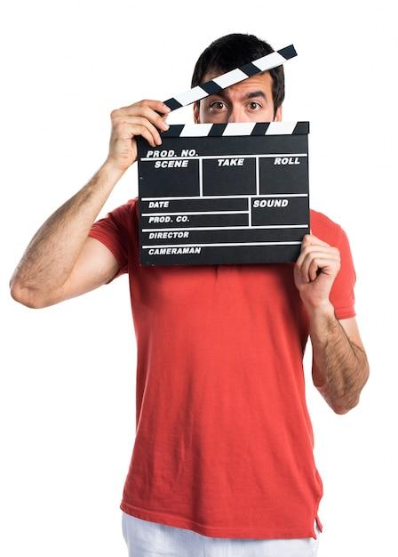 Knappe man met een klapperbord Gratis Foto