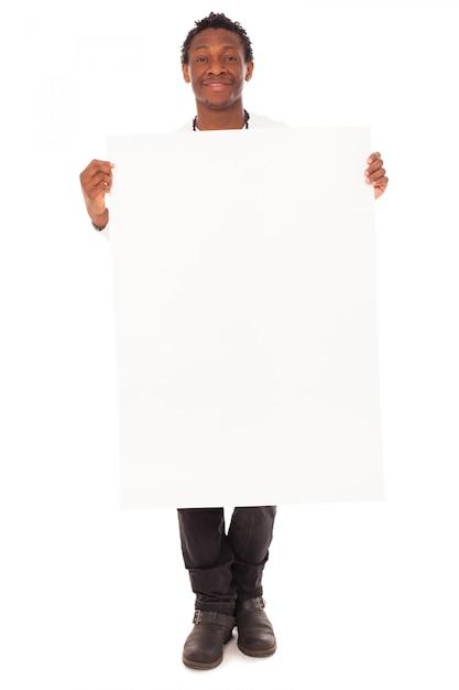 Knappe zwarte man met lege tafel Gratis Foto