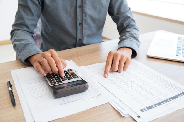 Knop boekhouder berekening van witte calculator Gratis Foto