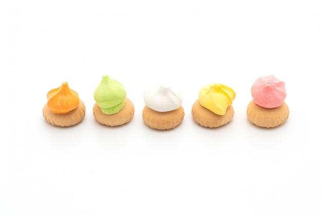 Koekjes met kleurrijke suiker bovenop Premium Foto