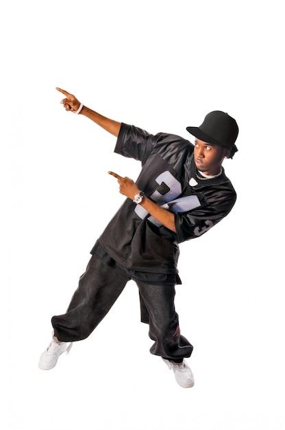 Koele jonge hip-hop man op witte achtergrond Gratis Foto