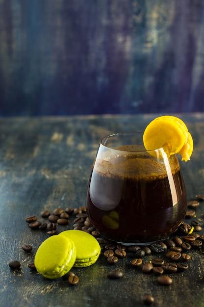 Koffie en bitterkoekjes Premium Foto