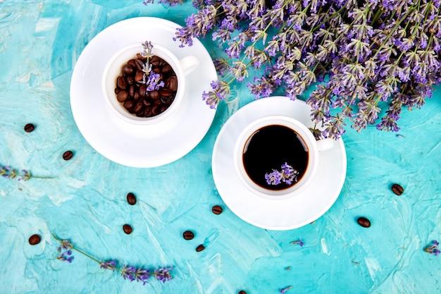 Koffie en lavendelbloem Premium Foto