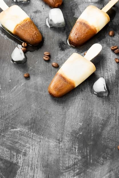 Koffie-ijs ijslollys Premium Foto