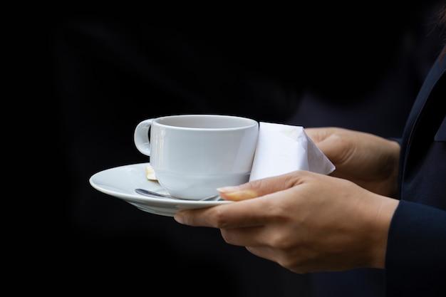Koffie op kantoor. bedrijfsconcept. neem een pauze. Premium Foto