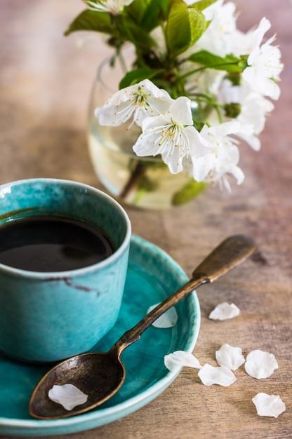Koffie tijd en lente Premium Foto