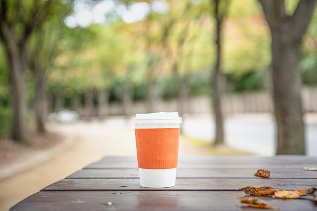 Koffieespresso op houten lijst Premium Foto