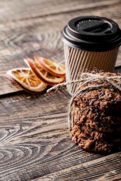 Koffiekopje en heerlijke koekjes Gratis Foto