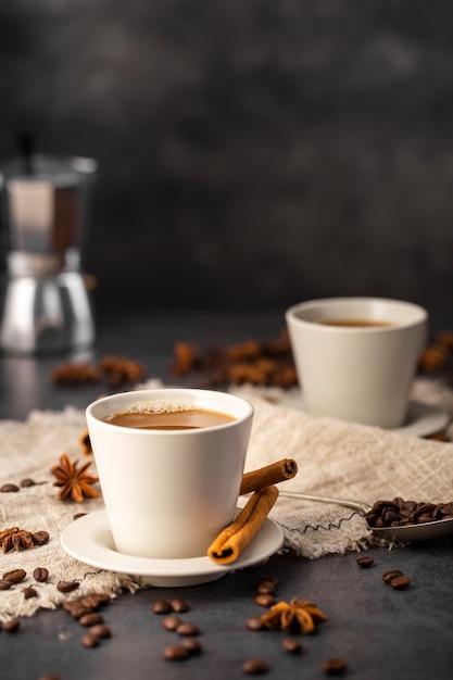 Koffiekopjes met ingrediënten Gratis Foto