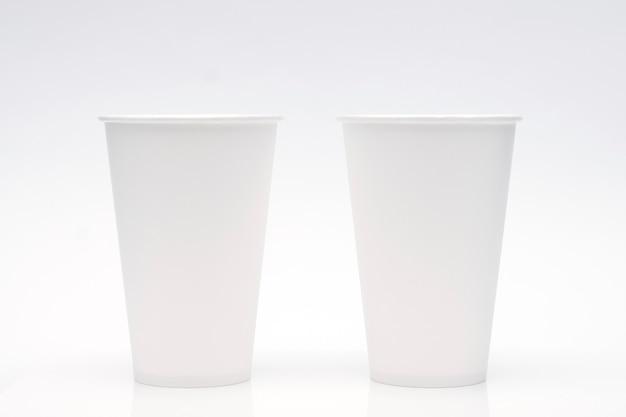 Koffiekopmodel op witte achtergrond. kopieer ruimte voor tekst en logo. Premium Foto