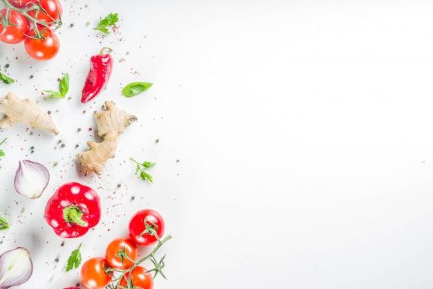 Kokende achtergrond met verse groenten en kruiden Premium Foto