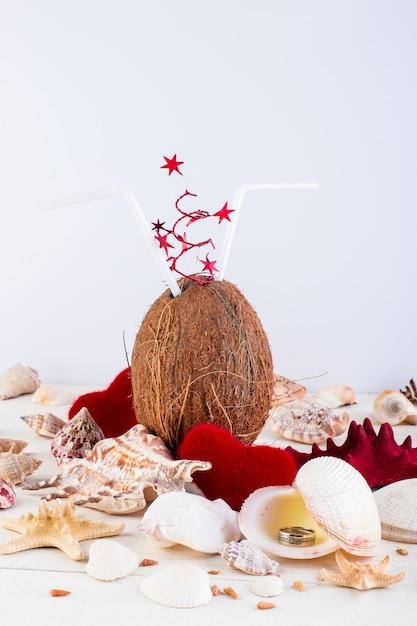 Kokos cocktail. valentijnsdag. Premium Foto
