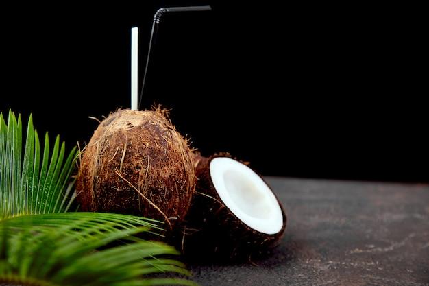 Kokos cocktail. zomervakantie drankje Premium Foto