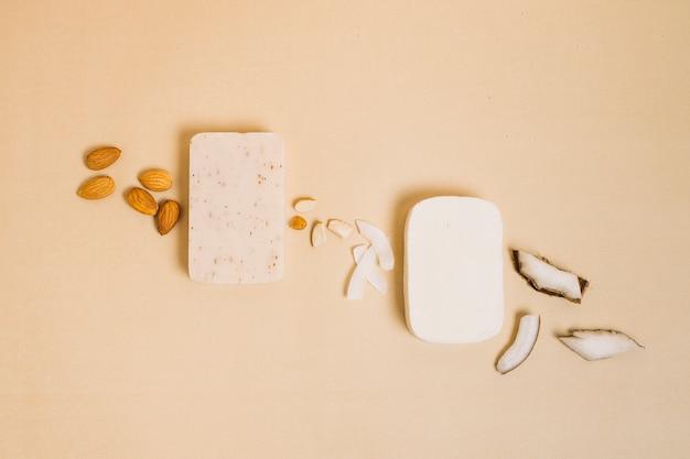 Kokosnoot met amandel organische zeep bars bovenaanzicht Gratis Foto