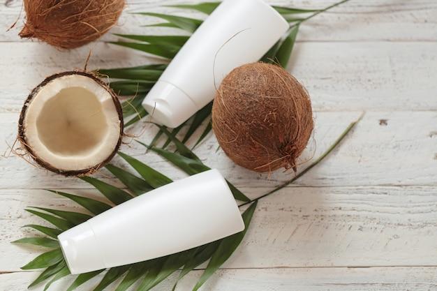 Kokosnootolie. biologische cosmetica met kokosolie Premium Foto