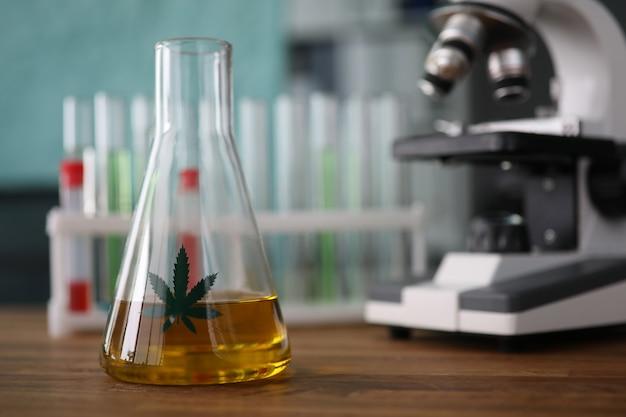Kolf met cannabinoïde olie Premium Foto