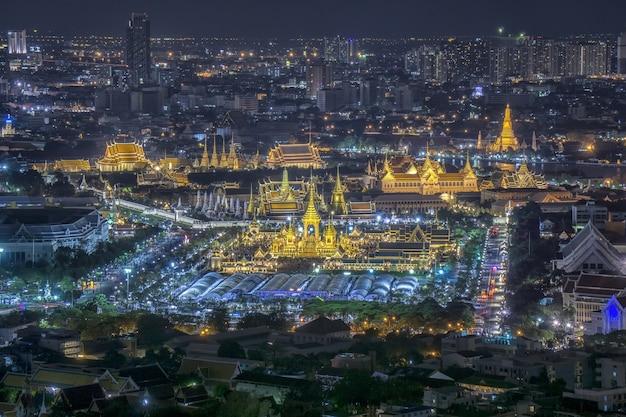 Koninklijk paleis; gouden begrafenis pyre.bangkok thailand Premium Foto