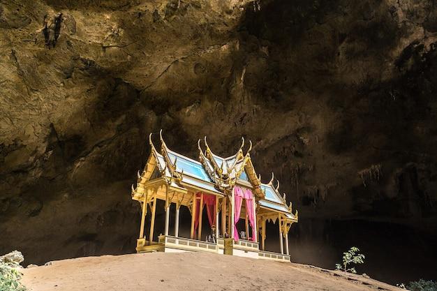 Koninklijk paviljoen in het hol van phraya nakorn, thailand Premium Foto